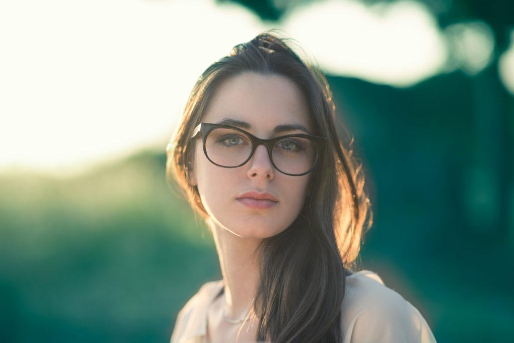 Gli occhiali Visiva sono realizzati in Italia e a mano per garantire una qualità e uno stile superiori.